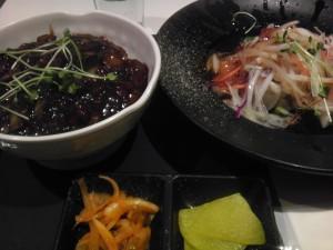 ソウルにきたら食べるべき…か?-チャジャンミョン&タンスユクセット